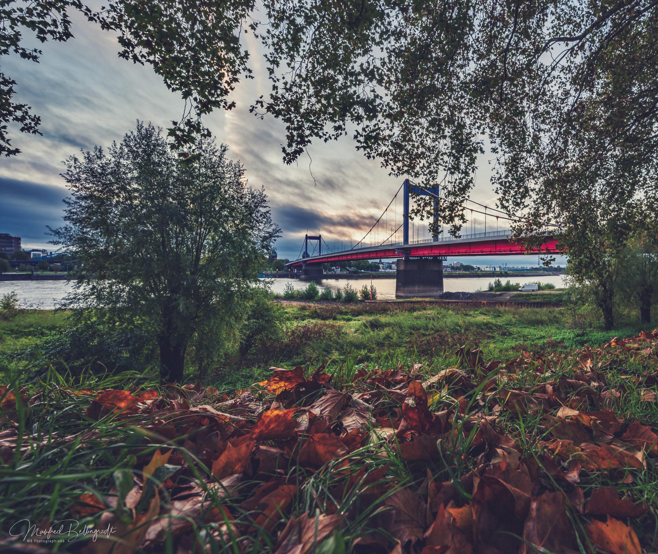Homberger Brücke im Herbst