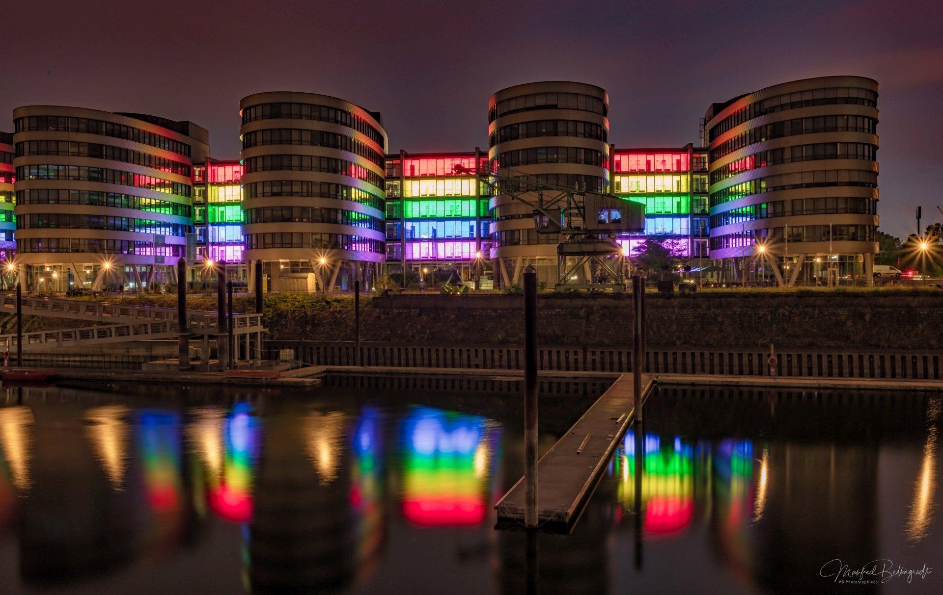 Innenhafen Five Boats Rainbow Steg