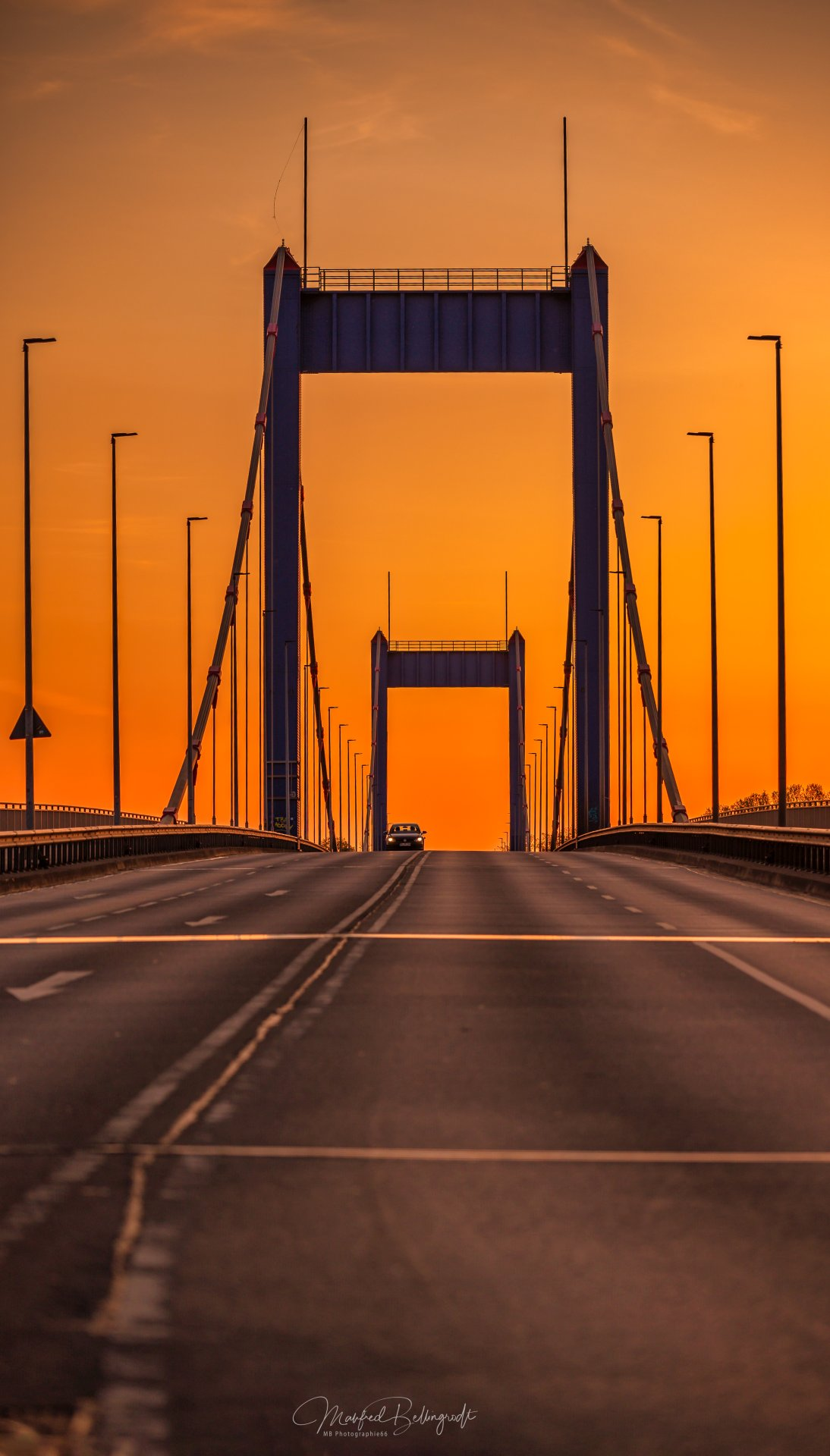 Ruhrorter Brücke im Sonnenuntergang