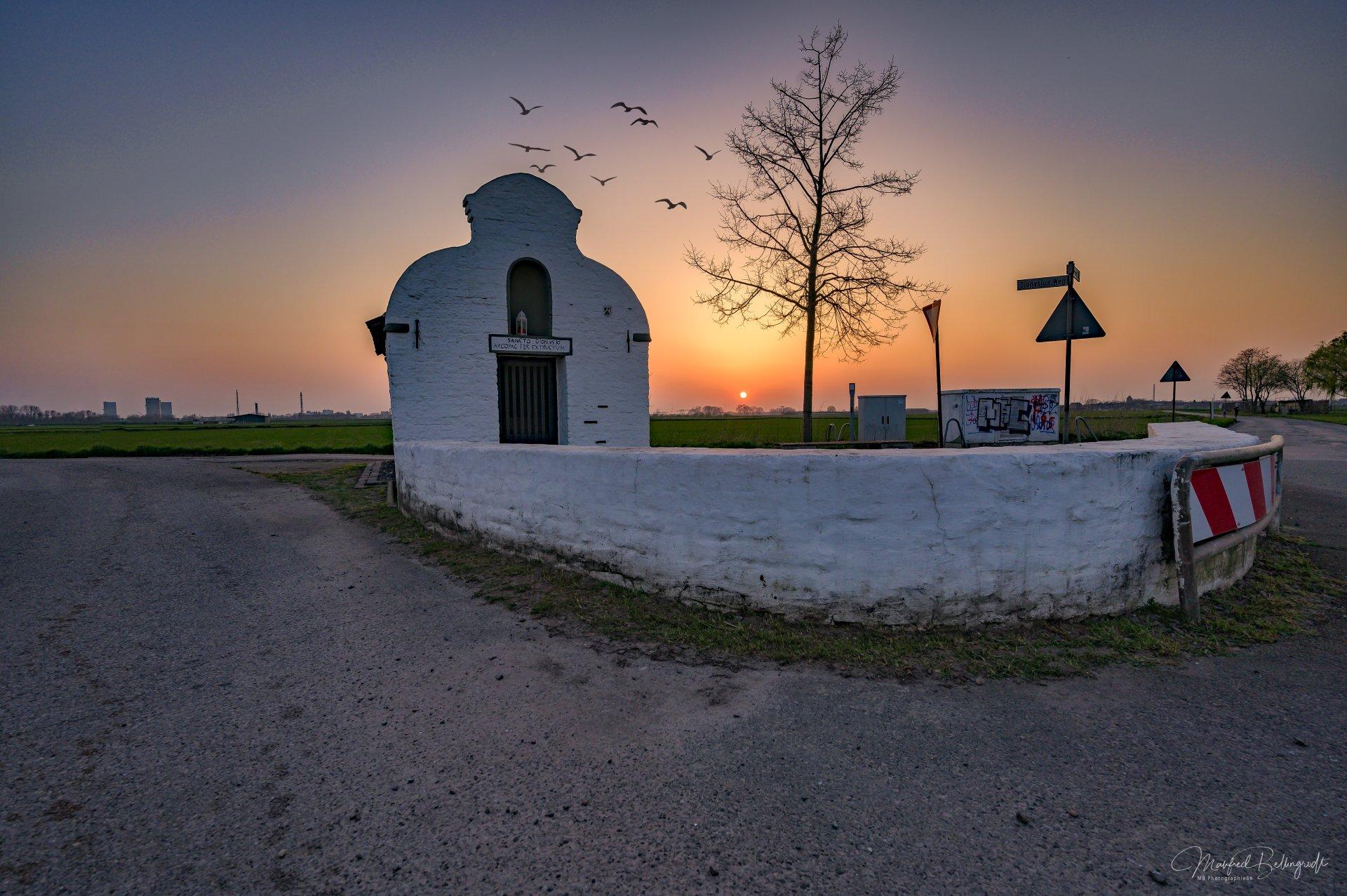 Sonnenuntergang Serm, Kapelle